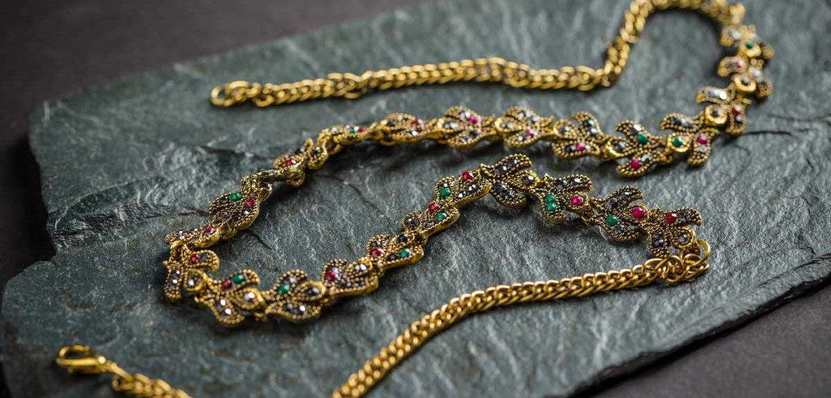 Necklace with gold granulation and gemstones